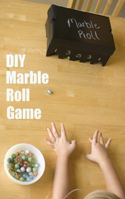 Смастерите игру, в которой нужно будет попадать шариками в лунки
