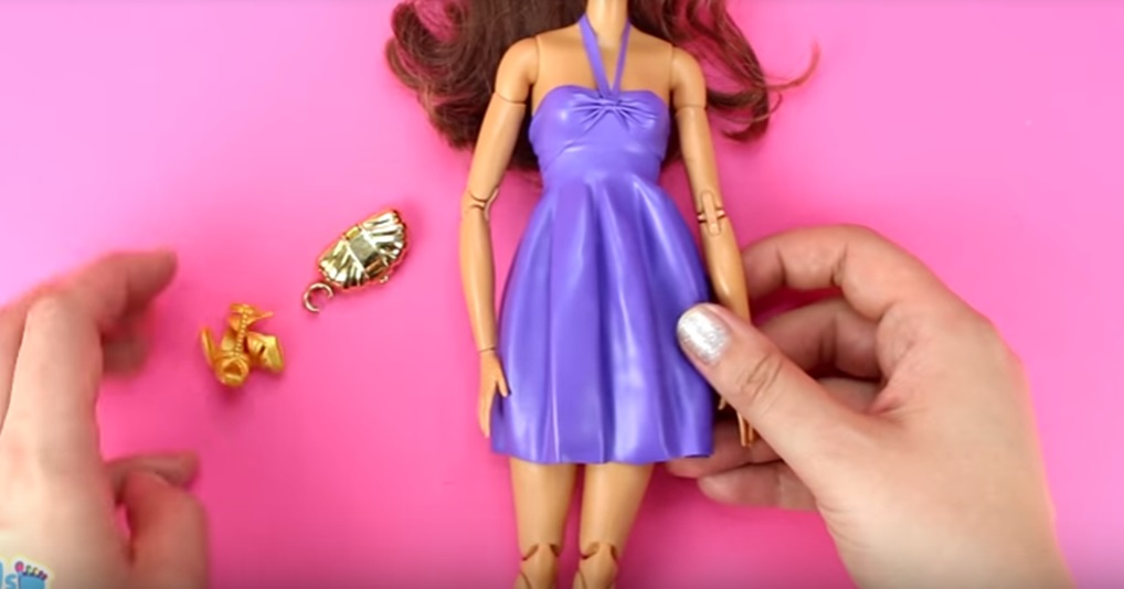 Время пополнить гардероб Барби: платья и купальники из воздушных шариков своими руками