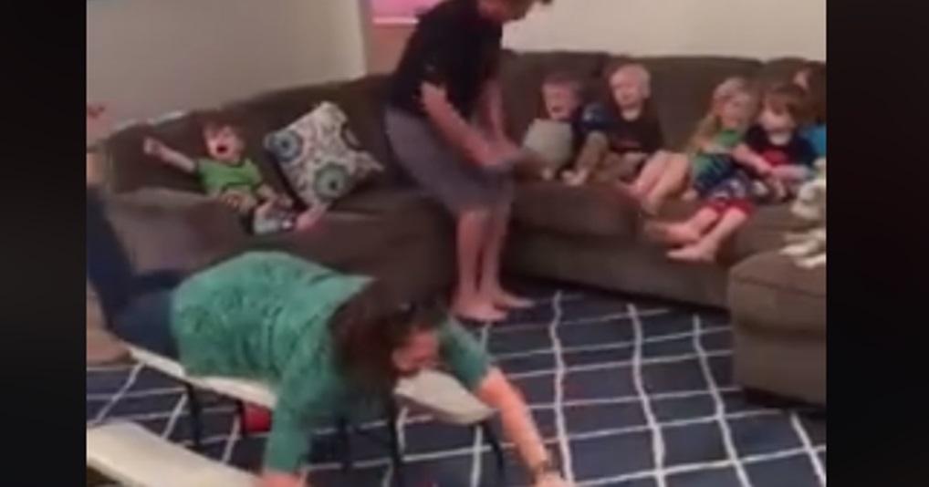 Веселые родители устроили дома дурдом, чтобы проучить детей за плохое поведение