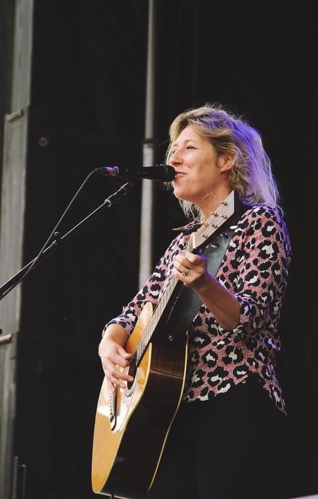 Martha Wainwright performing at Harvest Picnic 2015