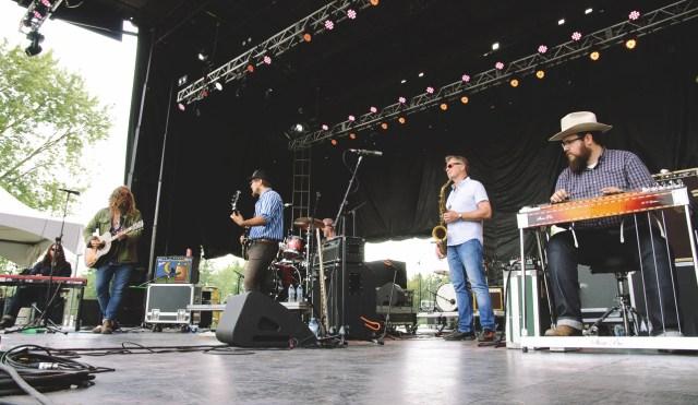Lee Harvey Osmond performing at Harvest Picnic 2015