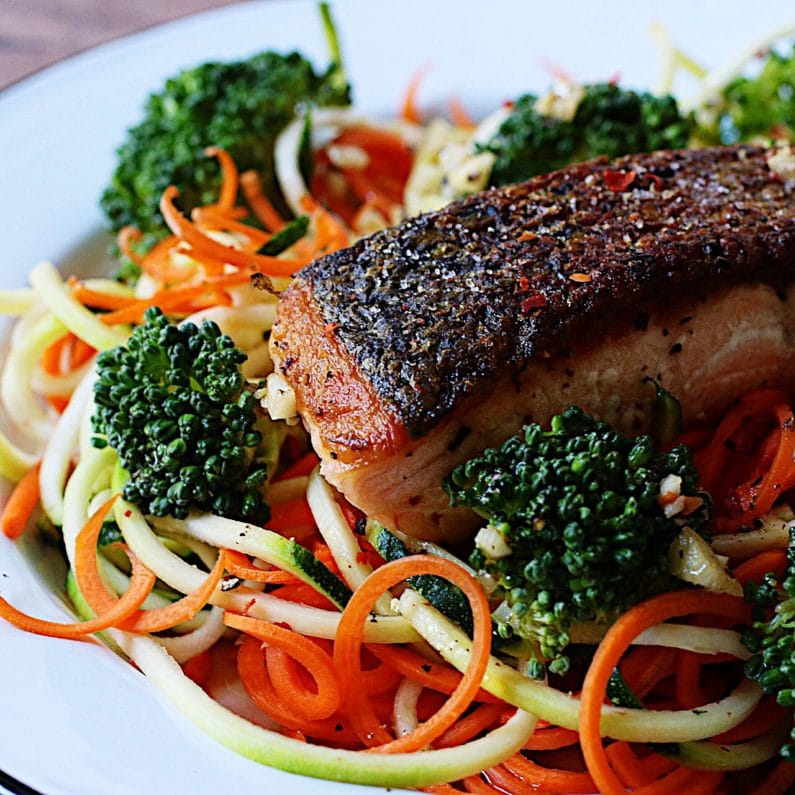 Crispy salmon fillet. I Heart Umami Meal Prep Challenge ! Iheartumami.com, Paleo Whole30 meal prep challenge