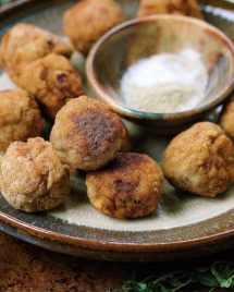 Paleo Popcorn Meatballs. Paleo Popcorn Chicken Meatballs. Paleo meatballs. popcorn chicken meatballs. Whole30 popcorn chicken. Keto popcorn chicken
