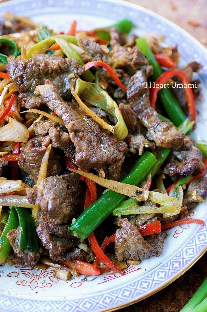 Paleo Mongolian Beef. Keto and Whole30 Mongolian Beef. Perfect for meal prep. IHeartUmami.com