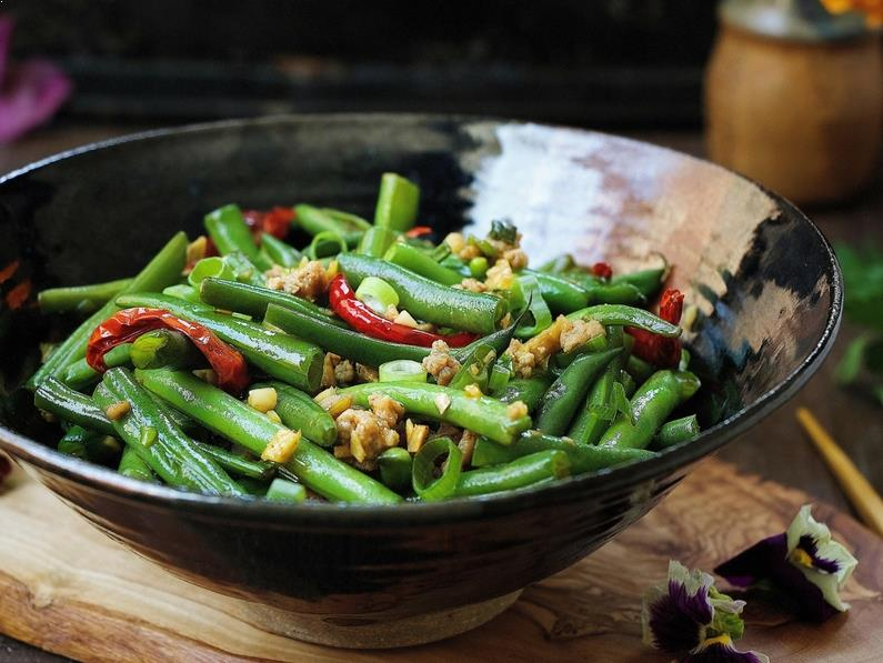 Paleo Sichuan Dry-Fried Green Beans