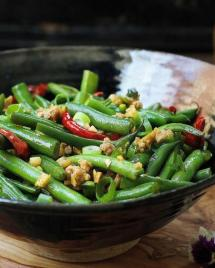 Quick and easy Paleo Sichuan Dry-Fried Green Beans recipe with soy-free spicy garlic sauce super delicious !