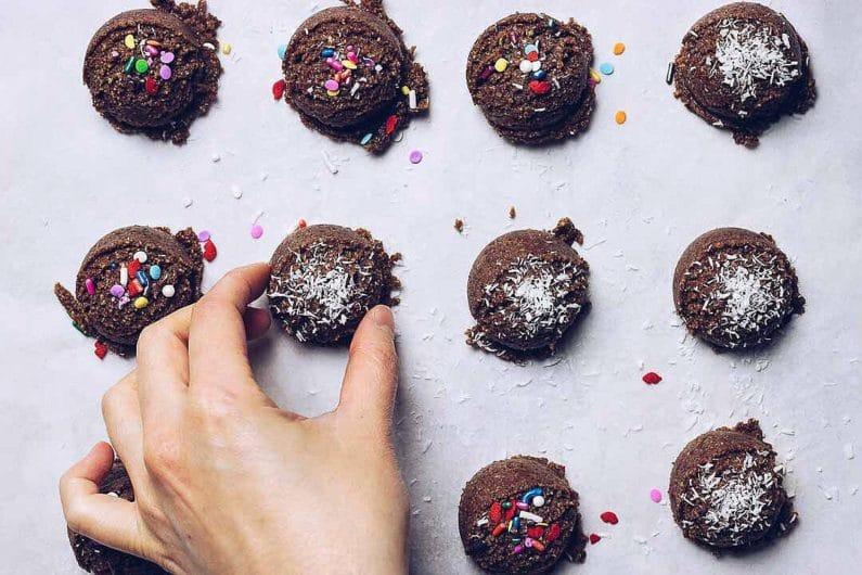 Paleo No Bake Christmas Cookies recipe are no bake easy and healthy to make.