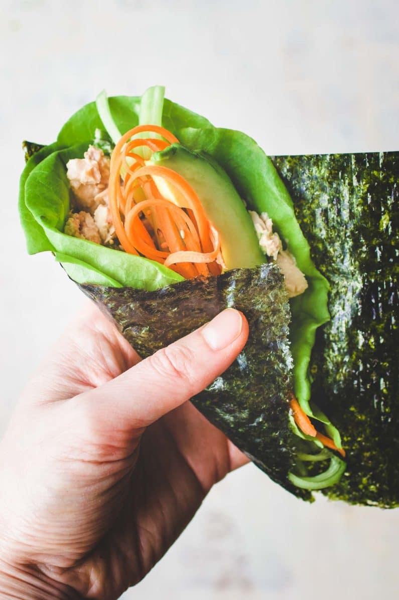 How to make tuna temaki sushi hand rolls