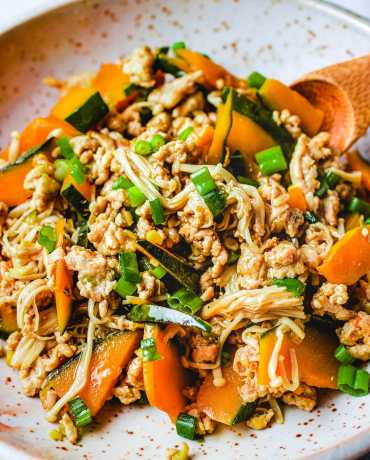 Kabocha Squash recipe (Japanese pumpkin) with mushrooms and ground chicken from I Heart Umami.