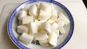 Dice daikon to cube shape