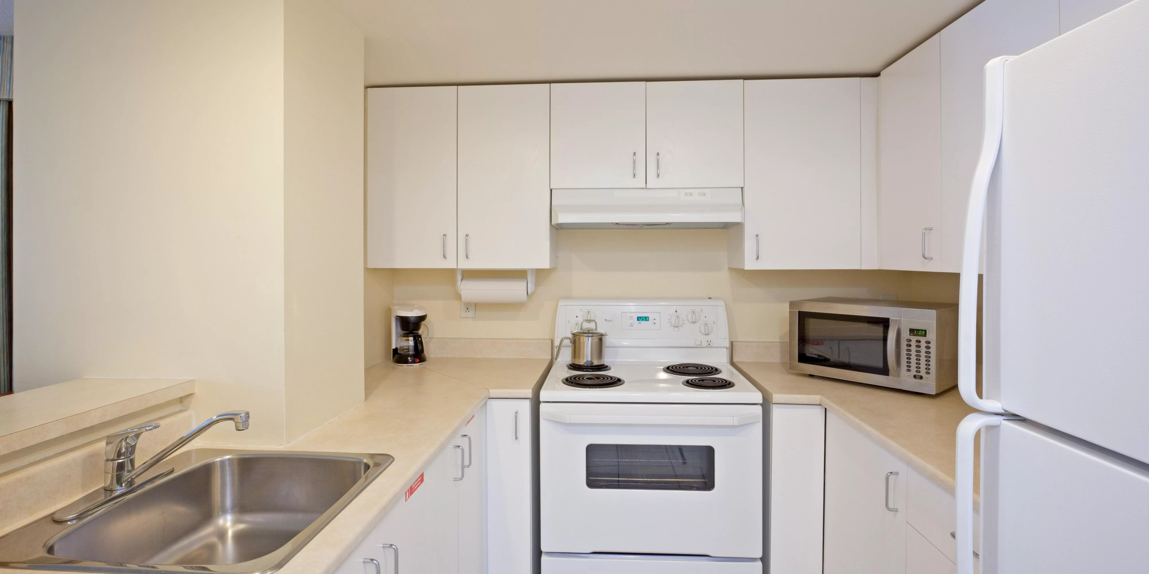 hotels with kitchen white cabinets lowes montreal candlewood suites downtown centre ville fully equipped