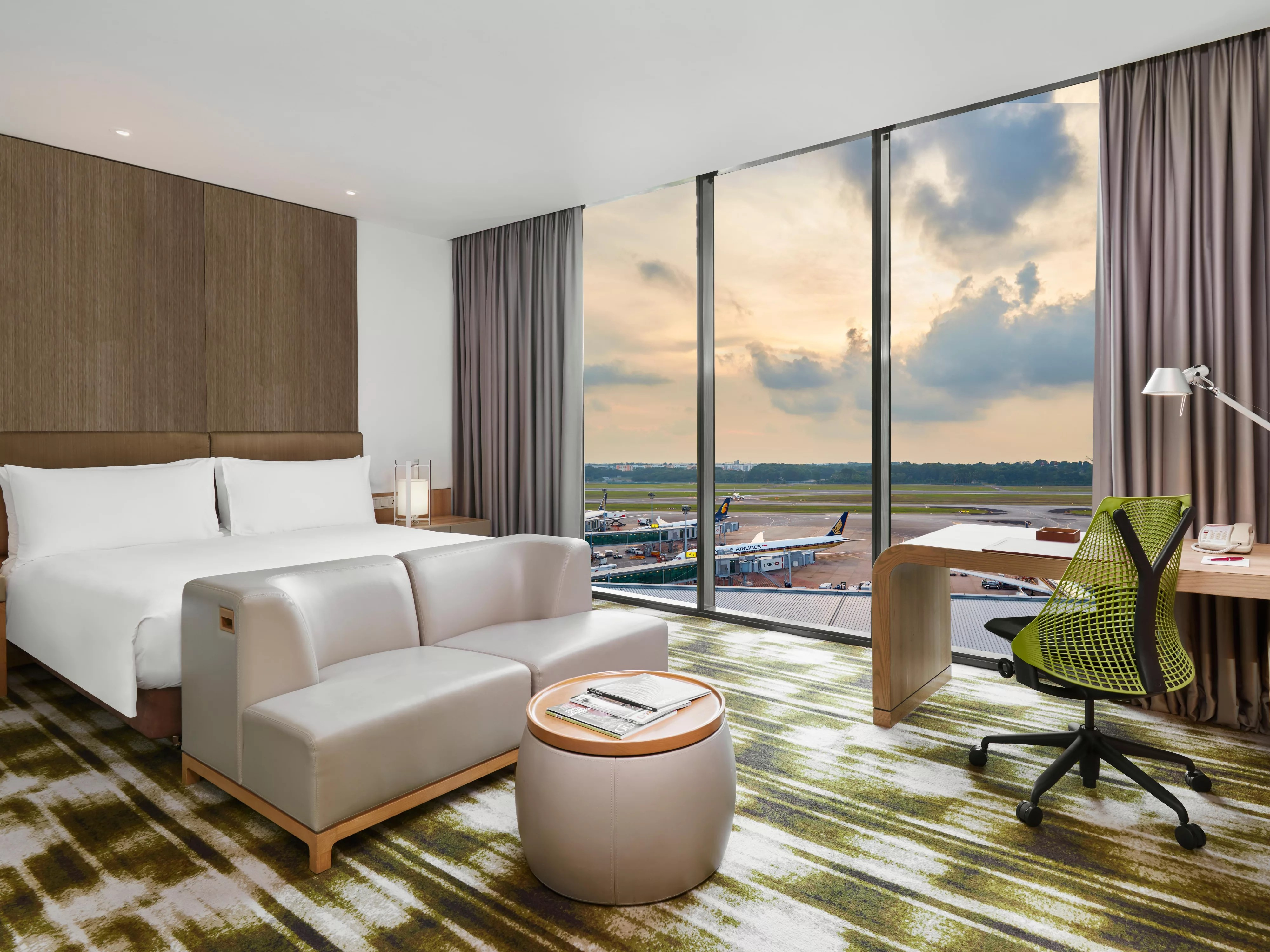 htl recliner sofa singapore express delivery sofas holiday inn serangoon 시내 호텔을
