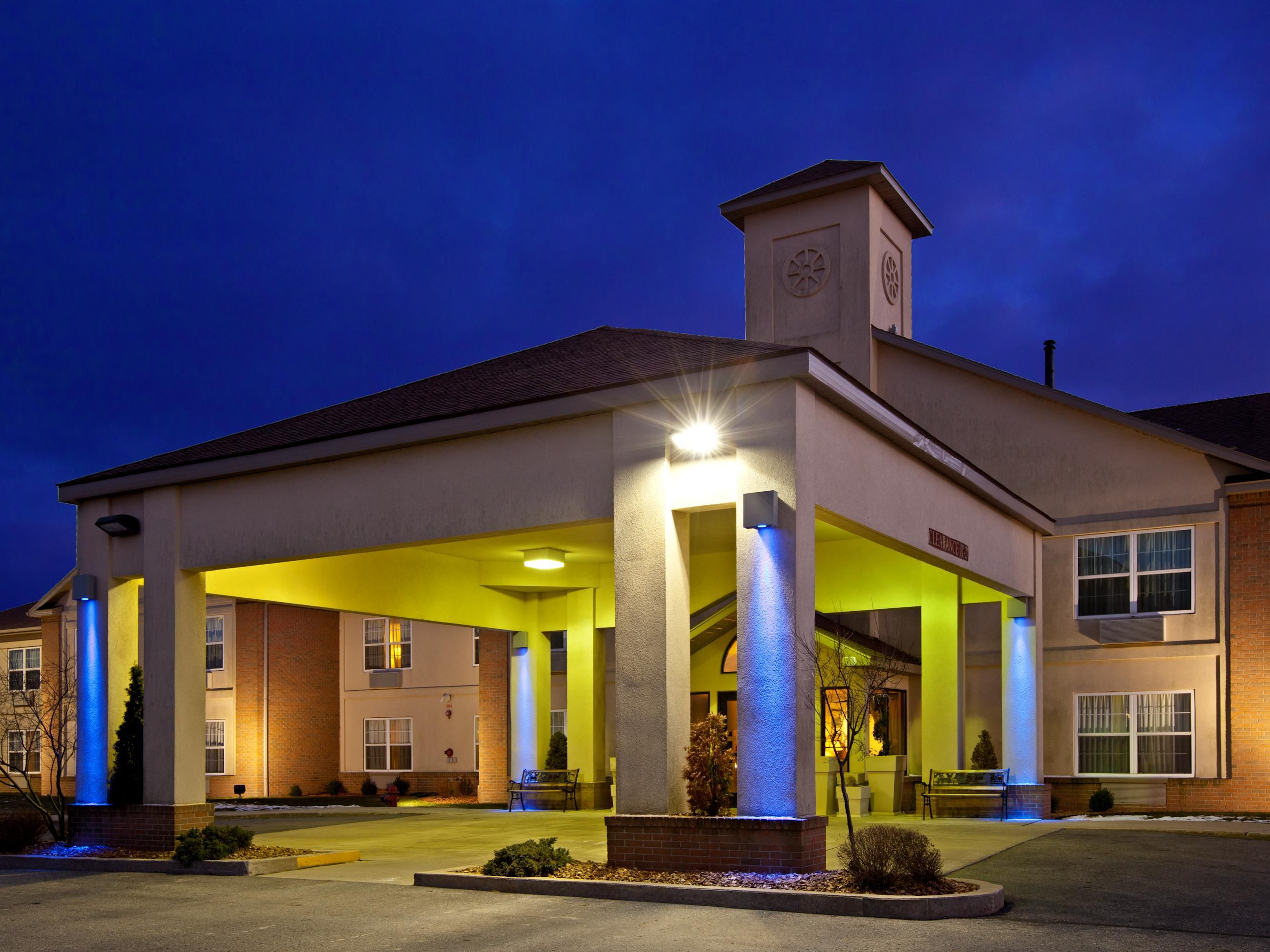Holiday Inn Express Holiday Inn Express & Suites Bad Axe Hotel by IHG