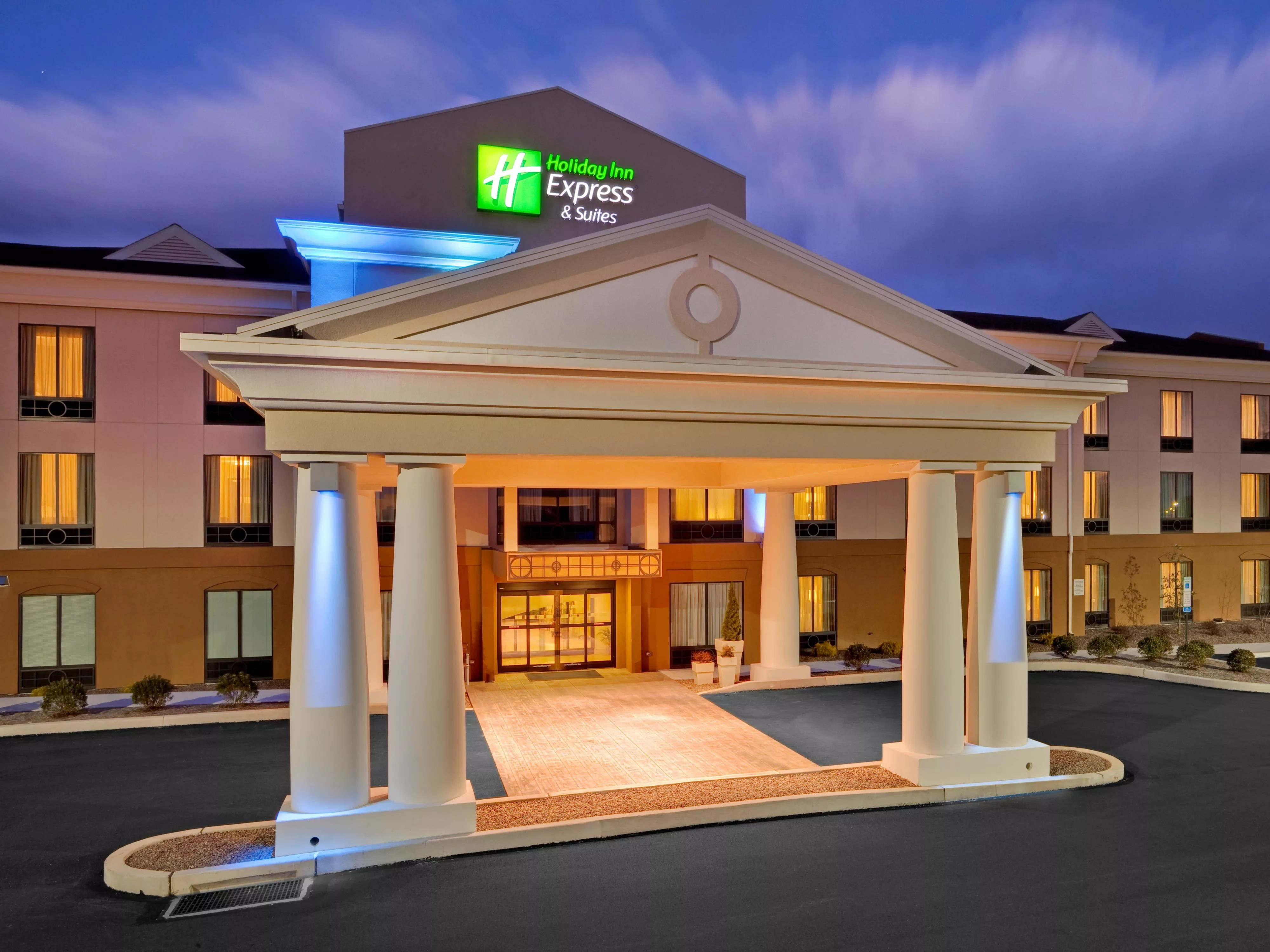 Holiday Inn Middletown Family Hotels Kid Friendly Hotels