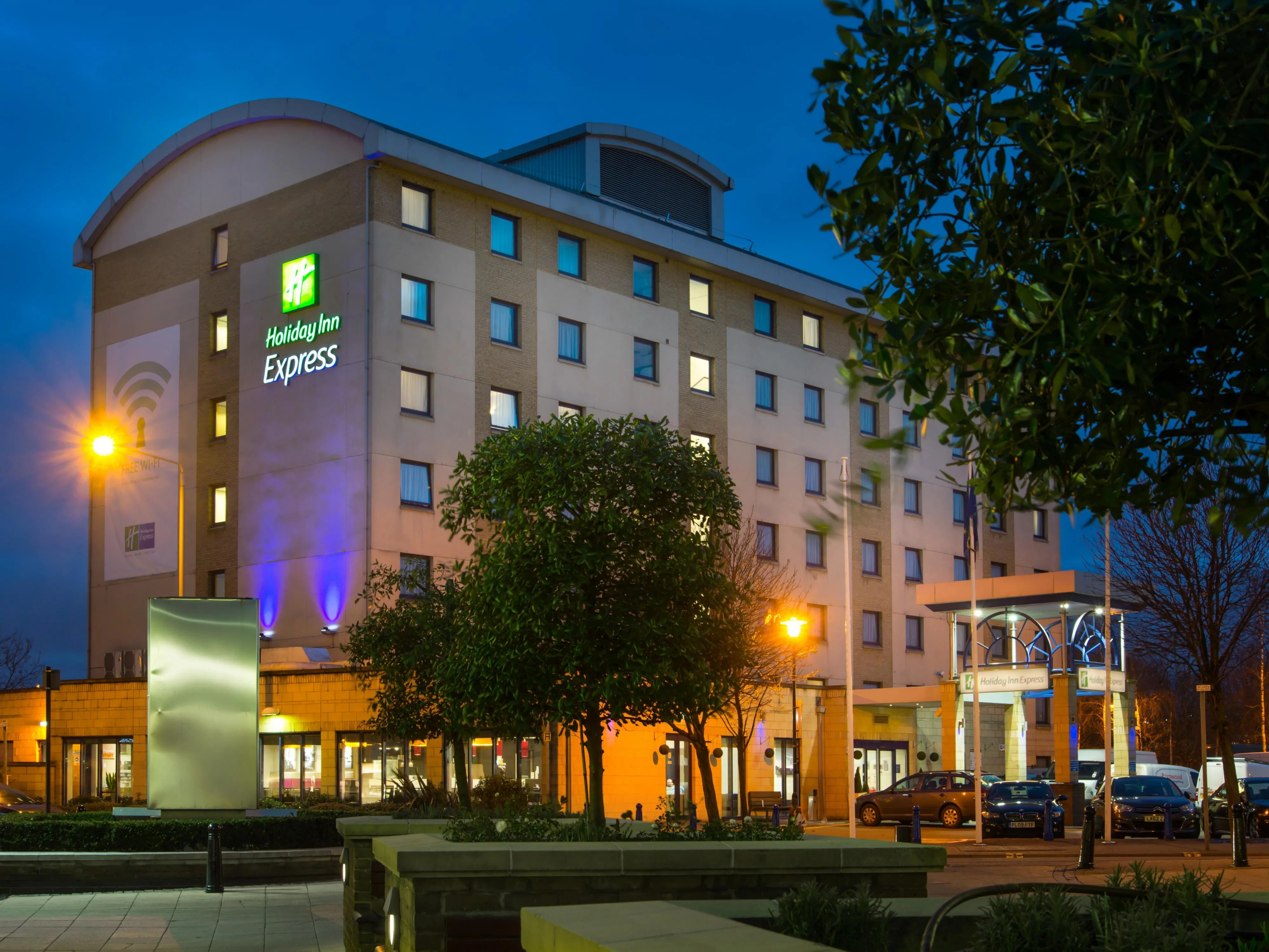 Holiday Inn Express Slough Hotels Cheap Hotels In Slough