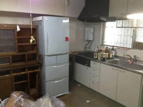 キッチンの引き出し、シンクしたのストックなど全て排出