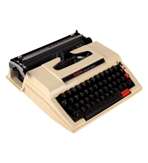 Brown Plastic Vintage Original Brother Deluxe 750Tr Typewriter with Ribbon by Zahab
