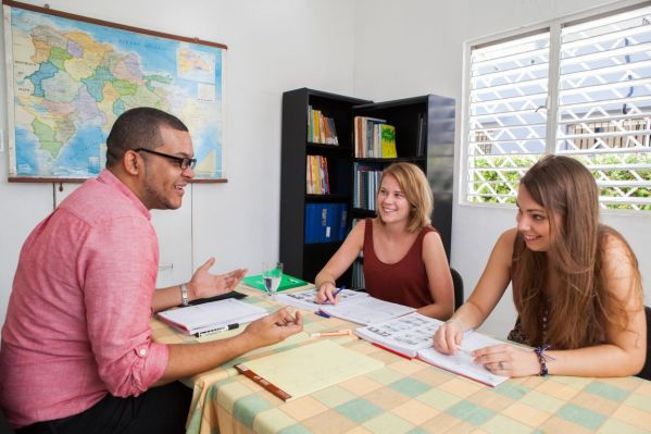 IIC Santo Domingo School Teaching Group class indoors IMG2795_ST(1)