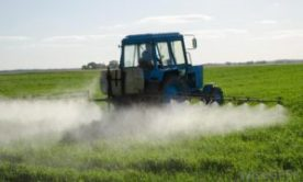 tractor-applying-fertilizer-in-field