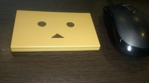 机に置いたcheero Power Plus DANBOARD