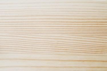 パイン材の特性と床が塗装されている場合のメンテナンス方法