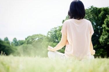 瞑想が質の良い睡眠に効果的って本当?その理由と方法とは?