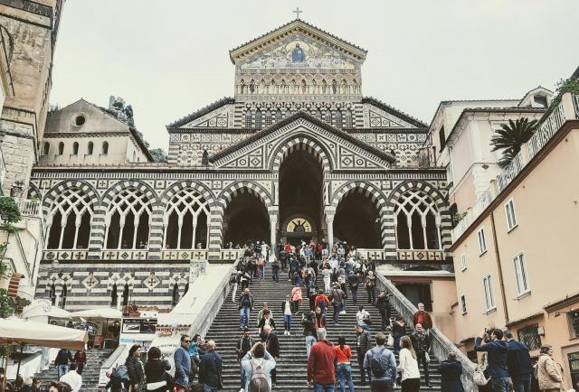 マルフィ大聖堂【イタリア観光】絶景!アマルフィ海岸を満喫できるおすすめスポットをご紹介!お土産・食べるべき食べ物は?
