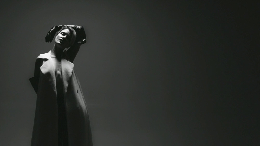 video-premiere-olga-bell-randomness-body-image-1459352082