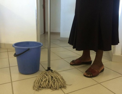 Full-time domestic housekeepers urgently: Salary – R 4500 – R 6000 PER MONTH