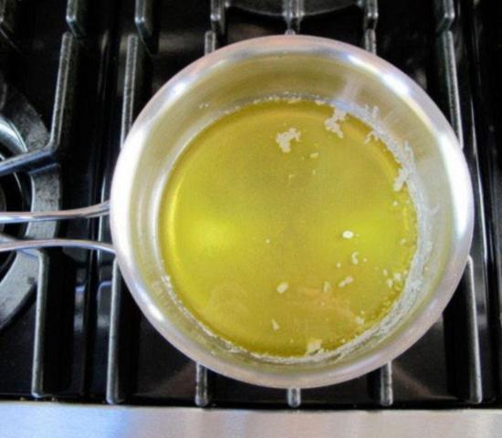 Снятую с топленого масла пену можно использовать при приготовлении риса и овощей