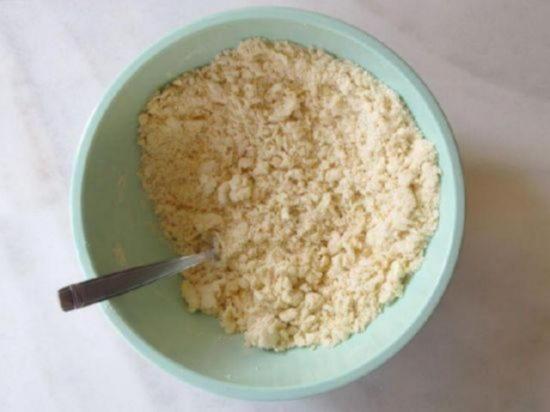 Не вливайте в слоеное тесто сразу всю воду оно намокнет и станет липким