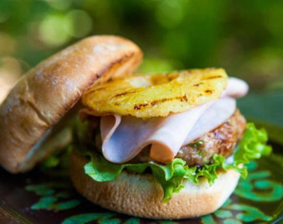 Гавайский бургер с котлетой из свинины