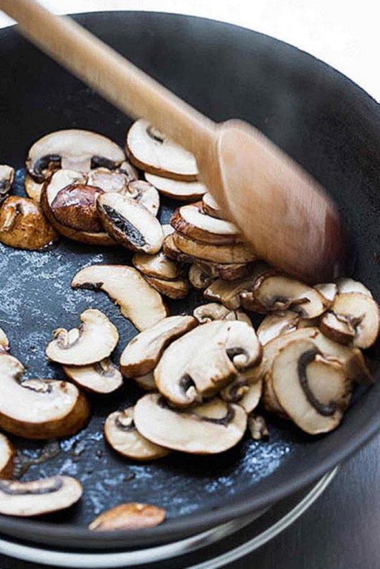 с чем можно пожарить грибы шампиньоны