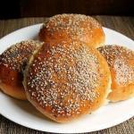 булочки для гамбургеров с сушенным луком и семенами аниса