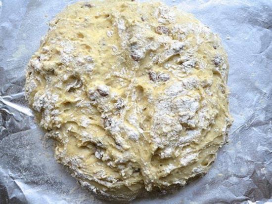 Zamesite testo dlya irlandskogo sodovogo hleba