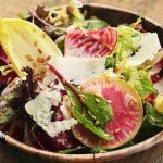 салат с зеленью семенами льна сырой свеклой и редькой
