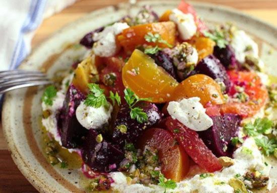 Свекольный салат с апельсинами грейпфрутами фисташками и сыром рикотта