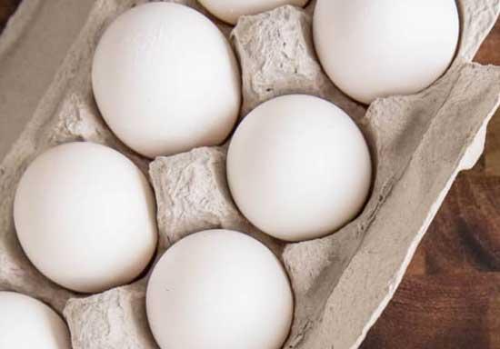 Самый простой способ быстро разогреть яйца до комнатной температуры.