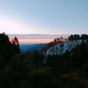 おはようございます。今日はいつもと違う場所から綺麗な朝焼け。 皆さま路面凍結に注意してゆっくり行動なさって下さいませ。#蔵 #筏 #ikada #japan #mitake #御岳 #御岳山 #mitakesan #御岳渓谷 #御嶽駅 #奥多摩 #武蔵御嶽神社 #御岳登山鉄道 #駒鳥山荘 #komadorisanso