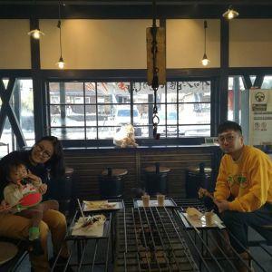 都心から親子三人で奥多摩ドライブにいらした途中、お昼ごはんに立ち寄って下さいました一歳の娘さんが、ミニばくをずっと離さないで食べてくれたのがとても嬉しかったですご来店ありがとうございました♪ #蔵 #筏 #ikada #japan  #Tokyo #mitake #御岳 #御岳山 #mitakesan #御岳渓谷#御嶽駅 #奥多摩 #多摩川 #ブドウ山椒 #おにぎり #スノーアタック #ツーリング #ロードバイク #アルパインクライミング #ジムニー #JA22 #武蔵御嶽神社 #御岳登山鉄道  #犬 #ペット可 #奥多摩ドライブ