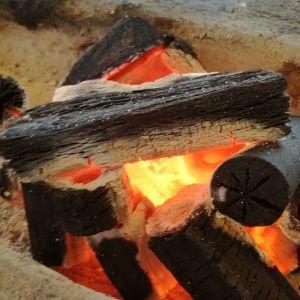 今朝の御岳は3℃ほど暖かかったのですが昼間は風が強く寒いです炭炉があると店内がじんわりあったかいです #蔵 #筏 #ikada #御岳 #御岳山 #御岳山ロックガーデン #武蔵御嶽神社 #多摩川 #御岳渓谷 #奥多摩 #ブドウ山椒 #おにぎり #tasty #バイク #ロードバイク #デッドエンド #ジムニー #JA22 #ペット可 #炭火
