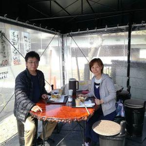 奥多摩ドライブにいらして、Googleマップで検索して炭鳥 筏に来て下さいました店内が混んでいたのでテント席にお座り頂きましたが、今日の暖かい陽気で少しビニールカバーを外しました♪とっても美少女な娘さんは恥ずかしがりやでフレームアウトご夫婦のみのpicとなりましたご来店ありがとうございました #蔵 #筏 #ikada #japan #Tokyo #mitake #御岳 #御岳山#mitakesan #御岳山ロックガーデン #武蔵御嶽神社 #多摩川 #御岳渓谷 #奥多摩 #ブドウ山椒 #おにぎり #tasty #バイク #ロードバイク #カヌー #カヤック #リバーSUP #デッドエンド #ジムニー #JA22 #ペット可 #奥多摩ドライブ