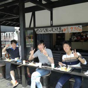 こちらは大学の同級生で、奥多摩ドライブにいらした三人様です通りかかって外観が気になって来て下さったそうです炭鳥 筏をお選び頂き感謝です🤗 ご来店ありがとうございました http://ikadamitake.com#炭鳥 #蔵 #筏 #ikada #Tokyo #mitake #御岳 #御岳山 #mitakesan #御岳山ロックガーデン #武蔵御嶽神社 #多摩川 #御岳渓谷 #奥多摩フィッシングセンター #奥多摩 #ブドウ山椒 #おにぎり #味玉 #tasty #バイク #ロードバイク #カヌー #カヤック #リバーSUP #デッドエンド #ジムニー #ペット可 #奥多摩ドライブ