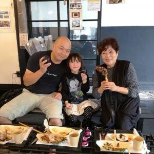 """多摩ケーブルネットワークの""""西多摩マルかじり""""をご覧になってお越し下さったご家族です埼玉県在住の息子さん&お孫さんと一緒にいらっしゃいましたむかし鳥の懐かしい味わいをお気に召して頂けて良かったです🤗ご来店ありがとうございました http://ikadamitake.com#炭鳥 #蔵 #筏 #ikada #Tokyo #mitake #御岳 #御岳山 #mitakesan #御岳山ロックガーデン #武蔵御嶽神社 #多摩川 #御岳渓谷 #奥多摩フィッシングセンター #奥多摩 #ブドウ山椒 #おにぎり #味玉 #tasty #バイク #ロードバイク #カヌー #カヤック #リバーSUP #デッドエンド #ジムニー #ペット可 #西多摩マルかじり"""