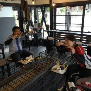 聖蹟桜ヶ丘からいらした、グルメ友達のお二人です🚴🚴 「以前通りかかって気になっていたので、今日はここを目指して来ました」と、嬉しい事を言って下さいました 今日は暑くもなく涼し過ぎずもせず、ロードバイク日和ですね🚴ご来店ありがとうございました http://ikadamitake.com#炭鳥 #蔵 #筏 #ikada #Tokyo #mitake #御岳 #御岳山 #mitakesan #御岳山ロックガーデン #武蔵御嶽神社 #多摩川 #御岳渓谷 #奥多摩フィッシングセンター #奥多摩 #ブドウ山椒 #おにぎり #味玉 #tasty #バイク #ロードバイク #カヌー #カヤック #リバーSUP #デッドエンド #ジムニー #ペット可 #giant #giantliv