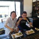 奥多摩ドライブで、たまたま通りかかってお立ち寄り下さったご夫婦です 「鶏肉おいしい️ばくだんも」と奥様が言って下さいました素敵な笑顔に、私も思わず笑顔 ご来店ありがとうございました http://ikadamitake.com#蔵 #筏 #ikada #japan #Tokyo #mitake #御岳 #御岳山 #mitakesan #御岳山ロックガーデン #武蔵御嶽神社 #多摩川 #御岳渓谷 #奥多摩 #ブドウ山椒 #おにぎり #味玉 #tasty #バイク #ロードバイク #カヌー #カヤック #リバーSUP #デッドエンド #ジムニー #ペット可 #奥多摩ドライブ