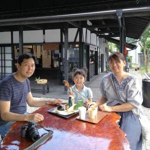 こちらのご家族も神奈川県からお越し下さいました@chihoppe.2628 さんです#日原鍾乳洞 へ行った帰りだそうです娘さんのヘアスタイルがネコ耳みたいで遠目でも目立ち、と~っても可愛かったですご来店ありがとうございました️http://ikadamitake.com営業時間11~17時(夏季)木曜定休(祭日は営業)#炭鳥 #蔵 #筏 #ikada #Tokyo #mitake #御岳 #御岳山 #mitakesan #御岳山ロックガーデン #武蔵御嶽神社 #多摩川 #御岳渓谷 #奥多摩フィッシングセンター #奥多摩 #ブドウ山椒 #おにぎり #味玉 #tasty #バイク #ロードバイク #カヌー #カヤック #リバーSUP #アルパインクライミング #デッドエンド #ジムニー #ペット可