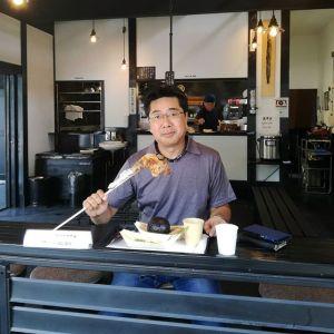 福岡県からお越しのお客様です お仕事でいらして、昨夜東京に着いたそうです以前お仕事で奥多摩にいらした際にお渡ししたチラシをご覧になって、炭鳥ikadaの事が気になってらしたそうなんです🤗嬉しい事にむかし鳥の味をお気に召して下さいました ご来店ありがとうございました️http://ikadamitake.com 営業時間11~17時(夏季)木曜定休(祭日は営業)※むかし鳥、ばくだんは数に限りがございます。1個からお取り置き致します♪Tel.0428-85-8726#炭鳥 #蔵 #筏 #ikada #むかし鳥 #mitake #tokyo #御岳 #御岳山 #御岳山ロックガーデン #武蔵御嶽神社 #多摩川 #御岳渓谷 #ランチ #奥多摩フィッシングセンター #奥多摩 #日原鍾乳洞 #味玉 #ロードバイク #カヌー #カヤック #リバーSUP #ラフティング #デッドエンド #ペット可