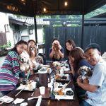"""福生市にある、愛犬の写真を撮ってくれる大人気の小型犬用ドッグラン @dog.small.garden.koniwan """"こにわん""""さんに集まった皆様が、炭鳥ikadaにご予約で遅めのお昼ごはんに来て下さいました🤗左から時計回りに @woodsmother さんのWoodsくん、 @maron_noahime さんのNoaちゃん&Maronちゃん、  @hasori_hasoriさん& @hanasorarinmama さんの凛ちゃん、 @jibpss さん(今日はワンちゃんはお留守番です)、@momijipapa1960 さんの もみじちゃんですみんな大人しくしていてお利口さんのワンちゃん達でした毎度ご来店ありがとうございますhttp://ikadamitake.com営業時間11~17時(夏季)木曜定休(祭日は営業)※むかし鳥、ばくだんは数に限りがございます。1個からお取り置き致します♪Tel.0428-85-8726#炭鳥 #蔵 #筏 #ikada #むかし鳥 #mitake #tokyo #御岳 #御岳山 #御岳山ロックガーデン #武蔵御嶽神社 #多摩川 #御岳渓谷 #御岳ランチ #奥多摩フィッシングセンター #奥多摩 #日原鍾乳洞 #味玉 #バイク #ロードバイク #カヌー #カヤック #リバーSUP #ラフティング #デッドエンド #ペット可 #アメリカンコッカー #シーズー #トイプードル"""