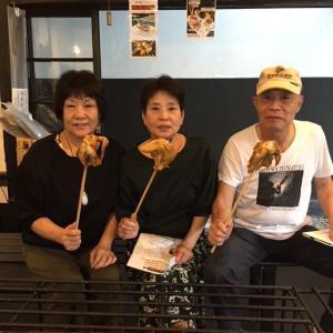 神奈川県川崎市からいらしたお客様です向かって右側のご夫婦と、左は奥様の妹さんです日原鍾乳洞の帰りにお立ち寄り下さいましたむかし鳥・手羽もとや、ばくだんなど、嬉しい事にとてもお気に召して下さいました🤗ご来店ありがとうございましたhttp://ikadamitake.com営業時間11~17時(夏季)木曜定休(祭日は営業)※むかし鳥、ばくだんは数に限りがございます。1個からお取り置き致します♪Tel.0428-85-8726#炭鳥 #蔵 #筏 #ikada #むかし鳥 #mitake #tokyo #御岳 #御岳山 #御岳山ロックガーデン #武蔵御嶽神社 #多摩川 #御岳渓谷 #御岳ランチ #奥多摩フィッシングセンター #奥多摩 #日原鍾乳洞 #味玉 #バイク #ロードバイク #カヌー #カヤック #リバーSUP #ラフティング #デッドエンド #ペット可